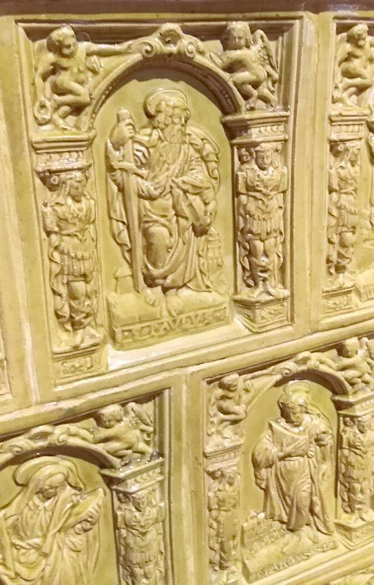Рельефные изразцы с фигурами святых