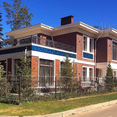 Фасад дома, на котором применена наша Морская коллекция фасадной майолики