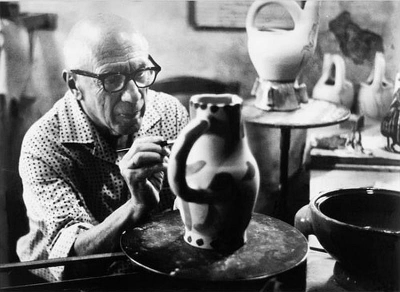 Пабло Пикассо в своей мастерской Мадура в Валлорисе