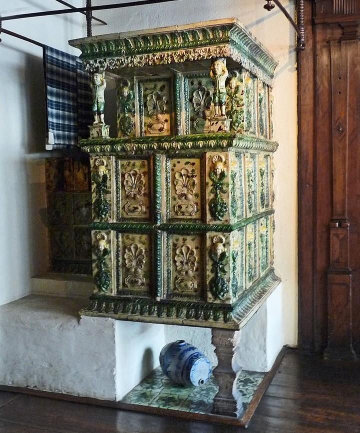 Французская керамическая печь эпохи ренессанса. Музей в Стасбурге