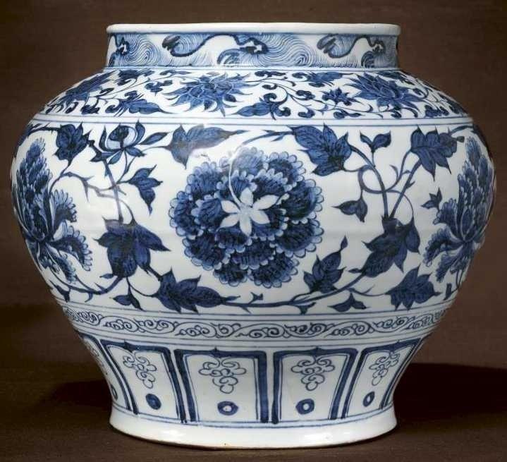 Бело-синий фарфор цинхуа, династия Юань. XIV век