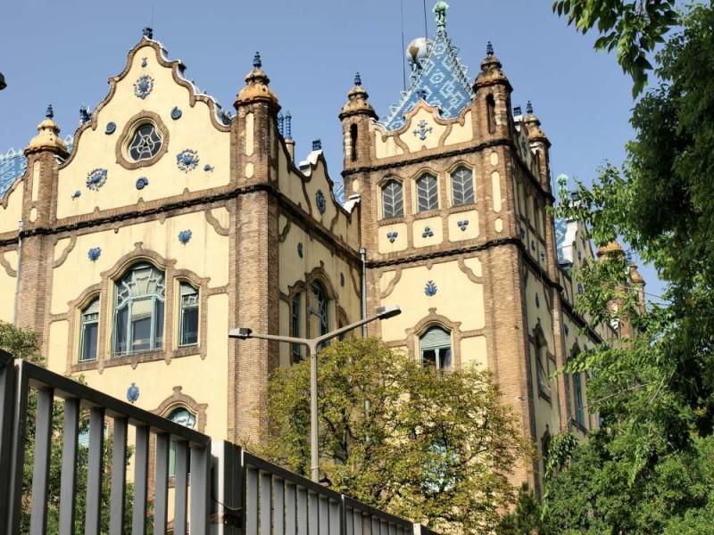 Музей геологии в Будапеште, облицованный пирогранитом Жолнаи. 1896 год
