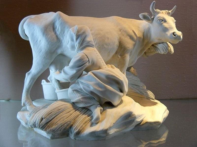 Статуэтка. Севр, Национальный музей керамики фальконе