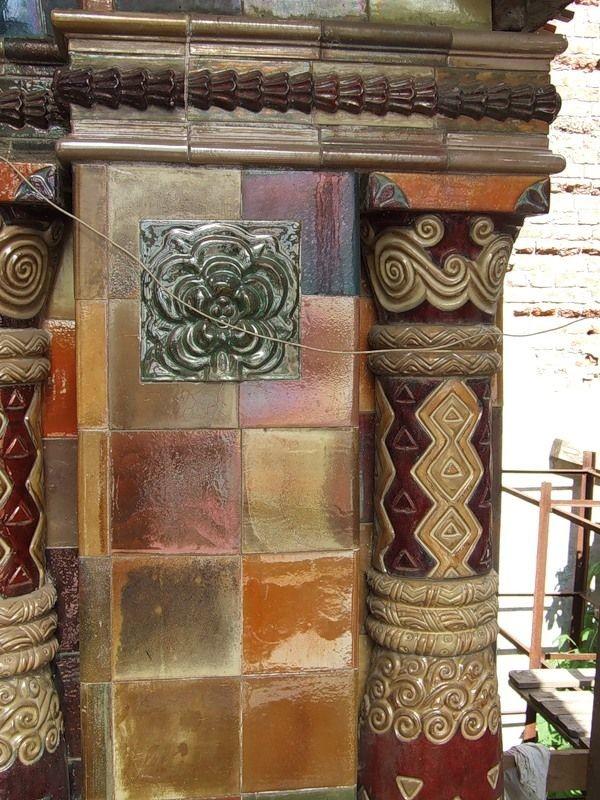 Так выглядела сразу после монтажа в 2010 году терракотовая керамика на старообрядческом храме Воскресения Христова и Покрова Богородицы в Токмаковом переулке