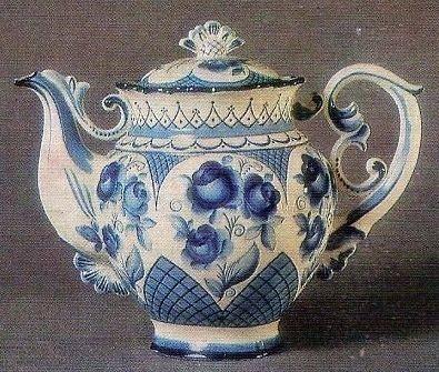 Старинный гжельский чайник