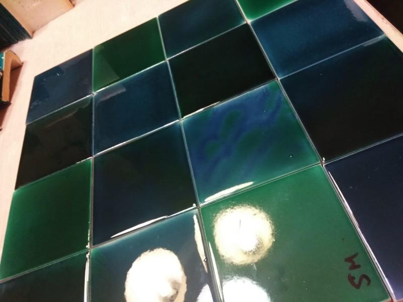 Разноцветная майолика для фасада работы нашей мастерской на базе керамогранита
