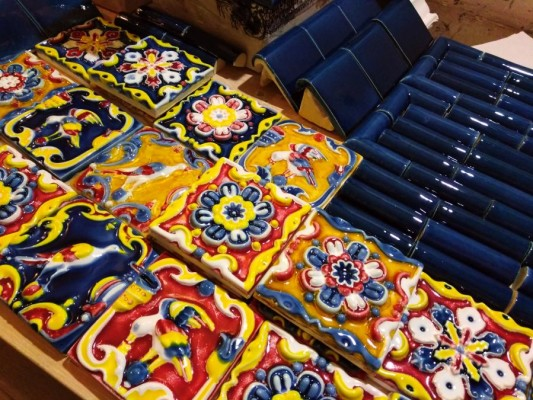Купить керамические ярославские изразцы для облицовки. Ярославская майолика