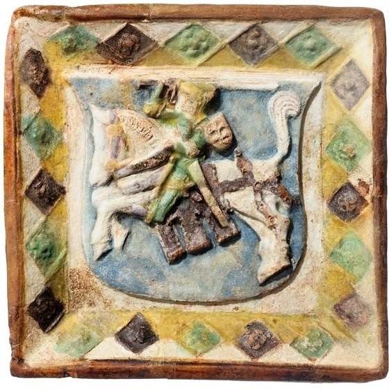 Исторические изразцы, найденные при раскопках Нижнего замка