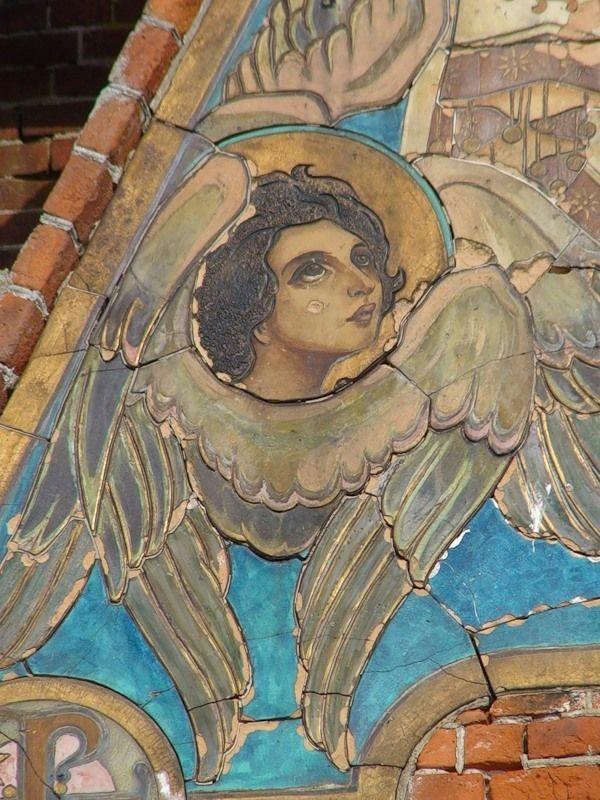 Храм Серафима Саровского в Федино. Разрушающаяся старинная терракотовая икона.