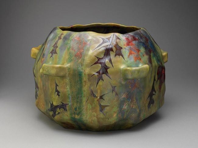 Керамическая люстрированная ваза мастерской Клемана Массье работы Леви-Дюрмэра
