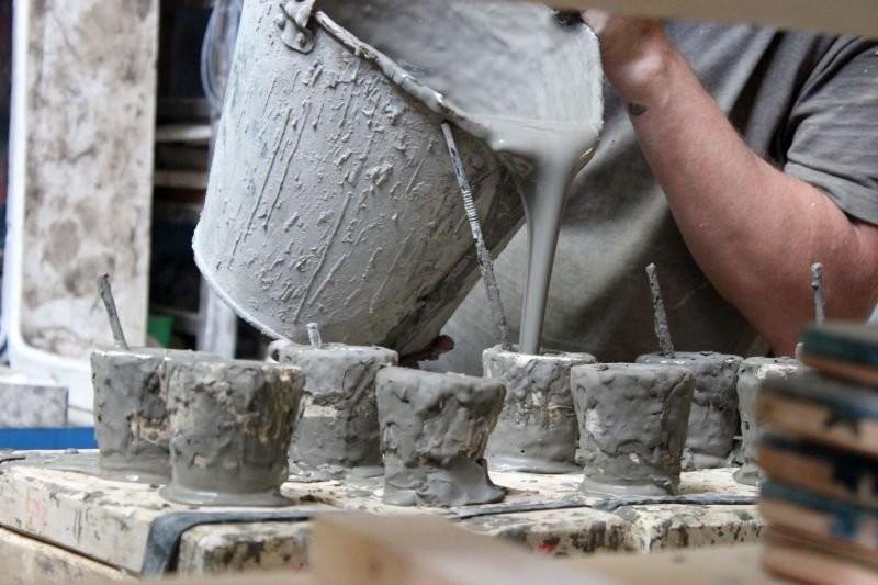 Процесс заливки шликера в литейные формы
