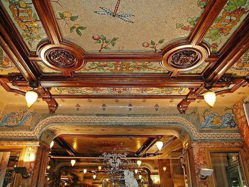 Мозаичный потолок в брассерии Моллар