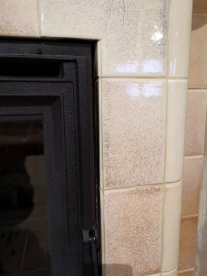 Изразцовый камин в глазури цвета перламутра