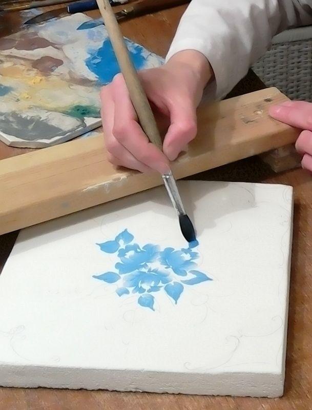 Процесс росписи изразца