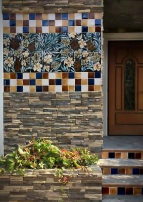 Фасадное панно по мотивам Морриса. Фасадная керамика ручной работы