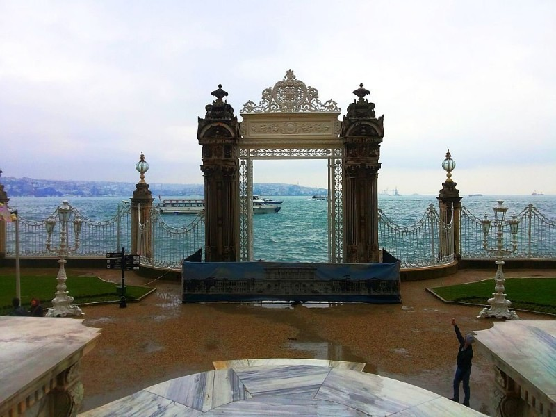 Морские ворота и пристань дворца Долмабахче