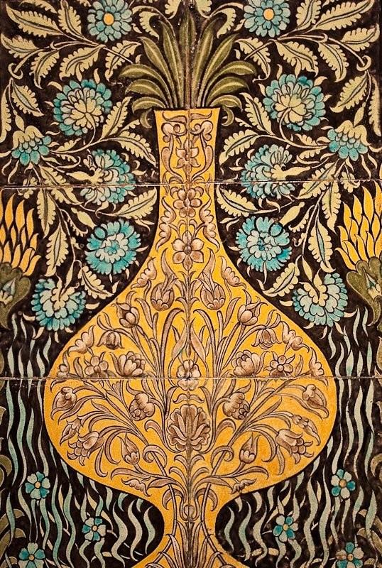 Керамическое панно Уильяма де Моргана в персидском стиле