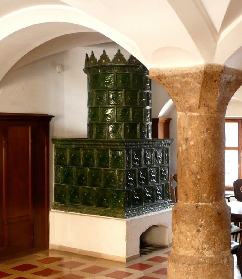 Готическая изразцовая печь в замке Хоэнашау