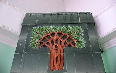 Прототип и вдохновение для нашего панно — дерево на антикварной печи Meissner Material Ofenfabrik в Самаре