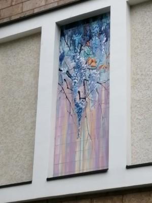 Фасадное керамическое панно с цветущей глицинией