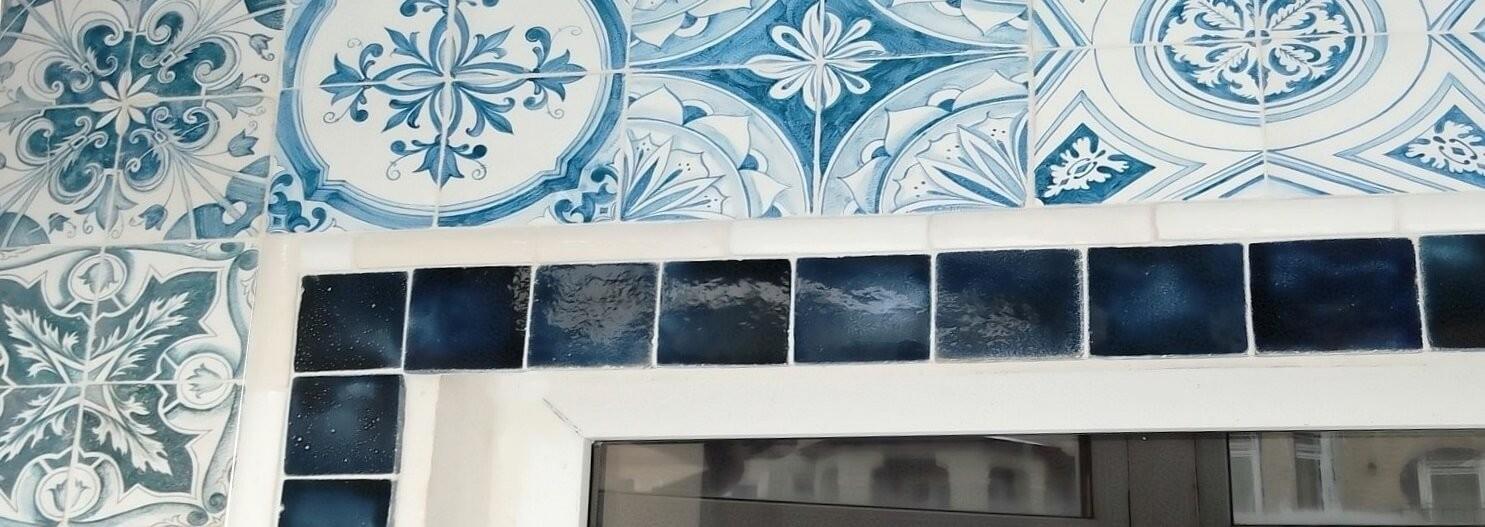 Фасадная майолика, панно ручной работы для фасада. Цены на фасадные панно, фотографии. Образцы цветов.