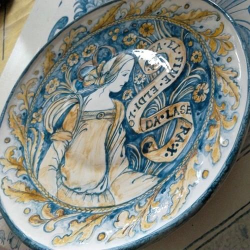 Декоративные тарелки и посуда