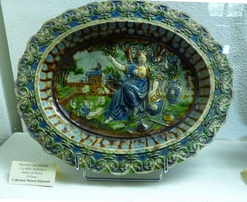Дама в саду. Керамика. 16 век. Бернар Палисси