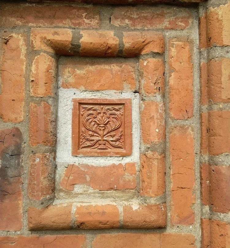 Терракотовые изразцы на Храме Николы Мокрого