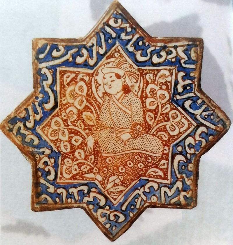 Люстированный изразец с кобальтом периода Ильханидов