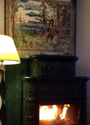 Облицовка для дымохода изразцовой печи-буржуйки с керамическим панно и Смоленскими изразцами