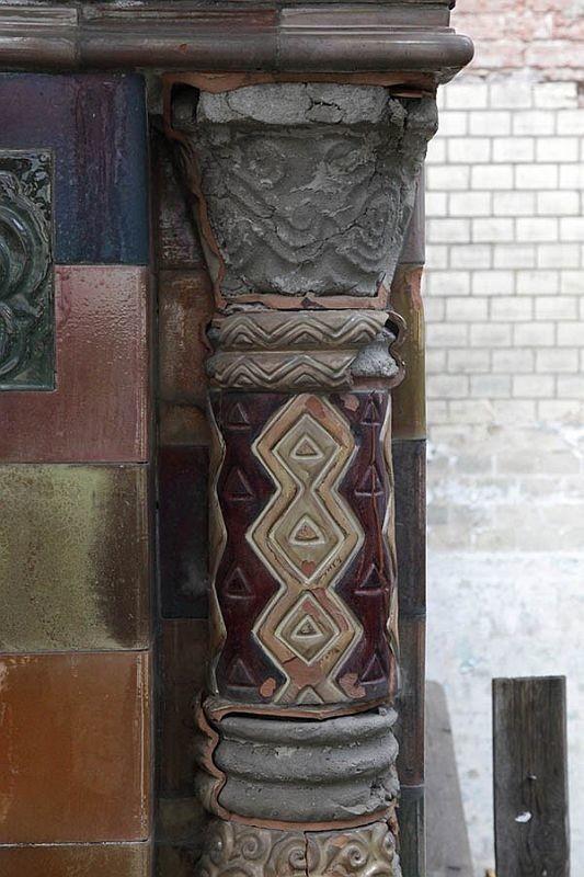 Так выглядит спустя шесть лет, в 2016 году терракотовая керамика на старообрядческом храме Воскресения Христова и Покрова Богородицы в Токмаковом переулке
