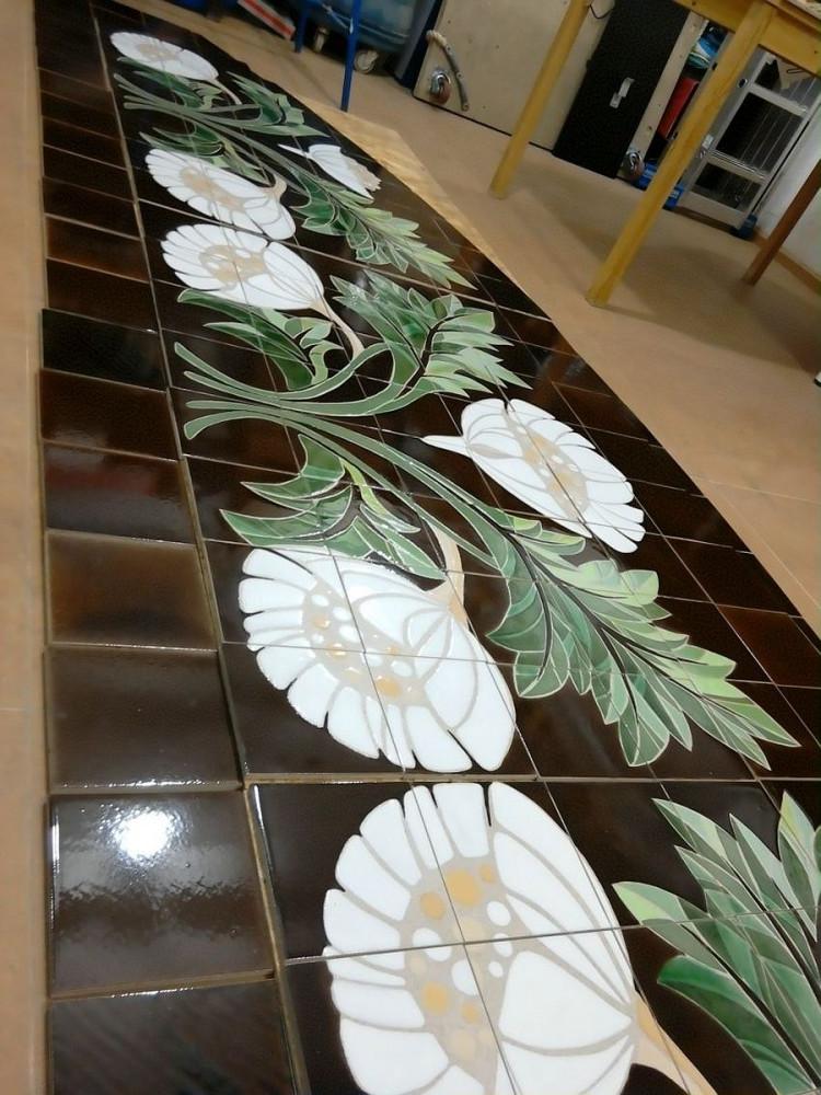 Фасадное панно, сделанное на базе керамогранита