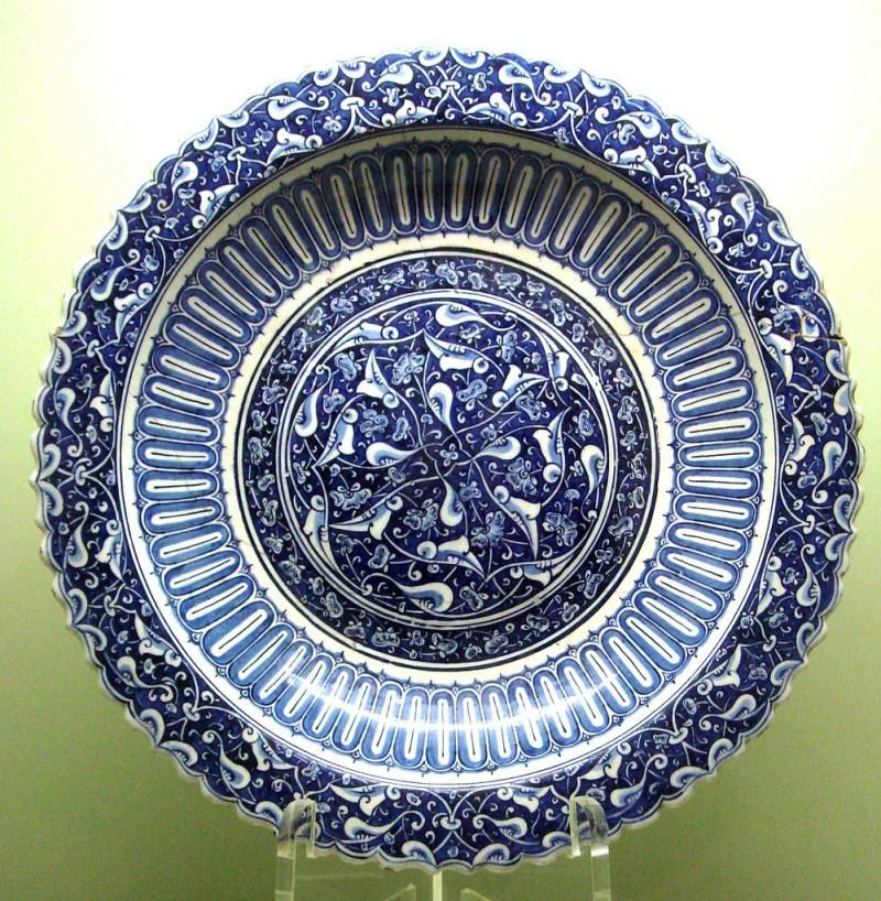 Сине-белая изникская тарелка в китайском стиле. 1490 год