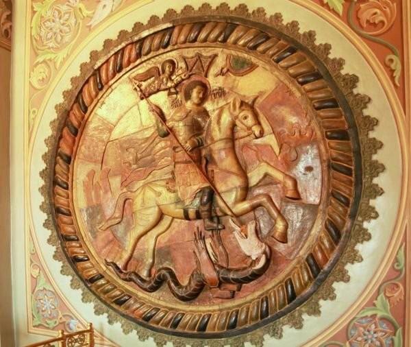 Барельеф с Георгием Победоносцем в Успенском соборе в Дмитрове