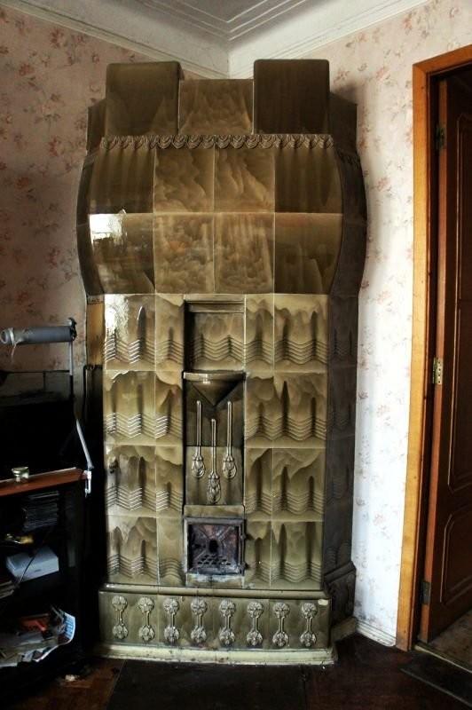 Изразцовая печь в стиле национальный романтизм в доме Э. Диппеля.