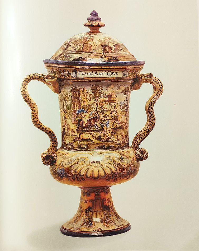 Ваза с крышкой. Урбино. Франческо Антонио. 1722 год.