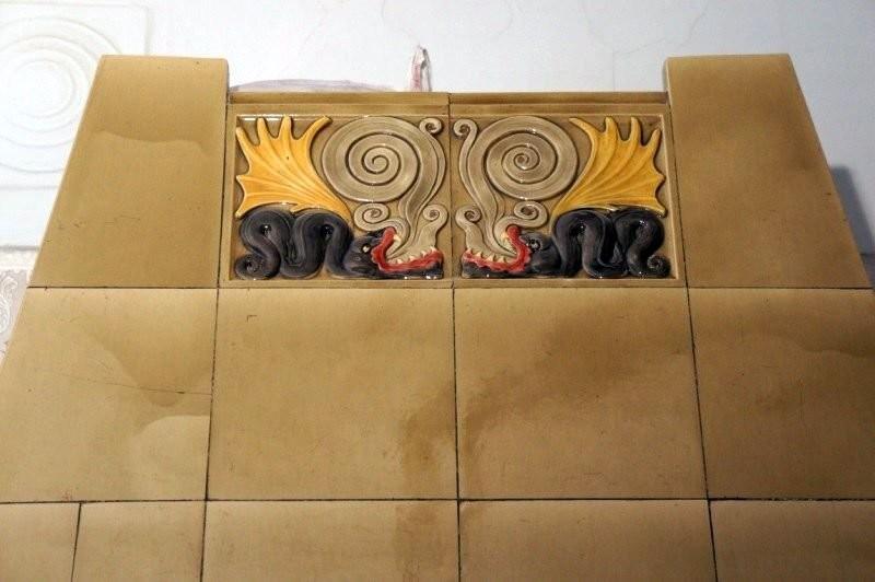 Изразцовая печь Дракон в доме эстонской лютеранской кирхи св. Иоанна
