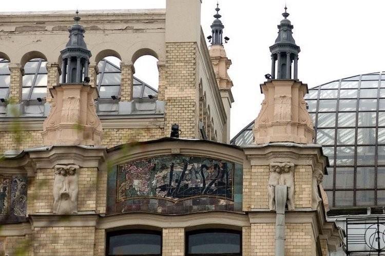 Гостиница Метрополь с изразцовыми фасадами абрамцевской мастерской
