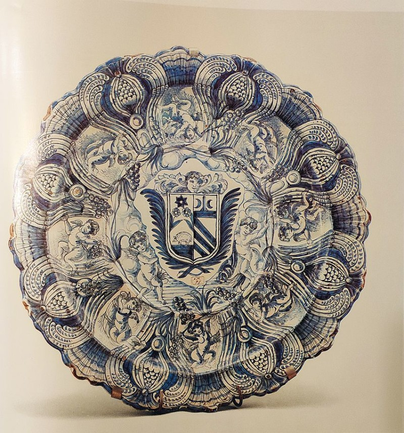 Блюдо с гербом. Савона. XVII век
