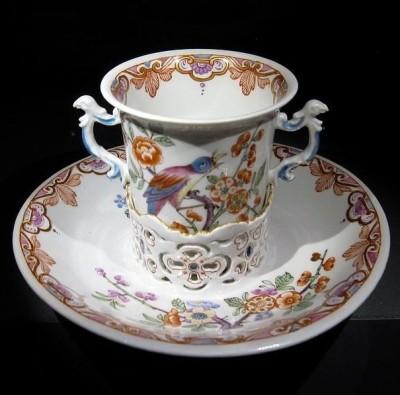 Чайная пара в стиле шинуазри направления гуанцай производства Венской фарфоровой мануфактуры. 1730 год