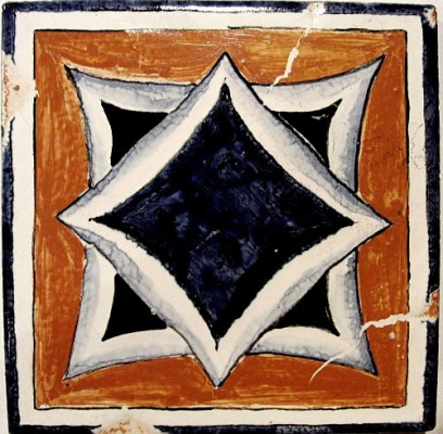 Каминный изразцовый портал Пиренейский