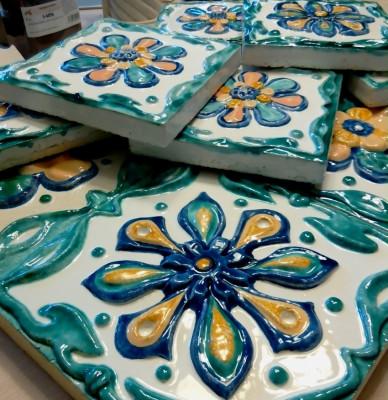 Керамические изразцы на панно для облицовки печи или камина серии Ярославская розетка