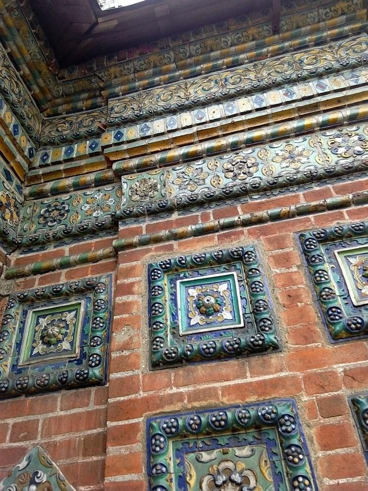 Изразцы на Храме Николы Мокрого