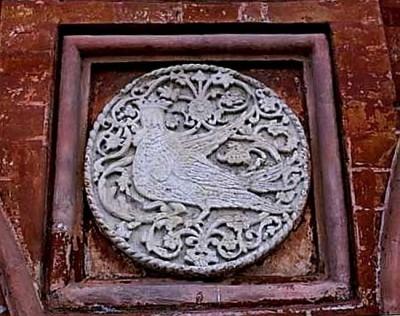 Рельефный Сирин на фасадном медальоне Церкви Воскресения Христова на Дебре. Кострома 1652 год.