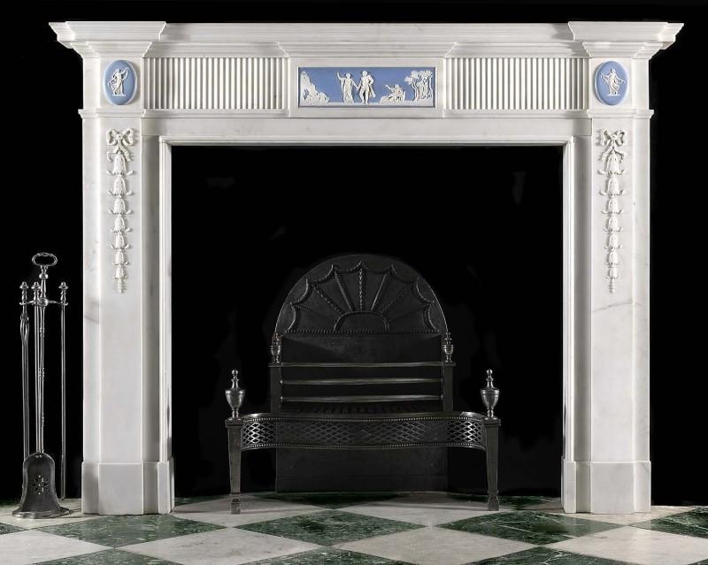 Георгианский камин в стиле классицизм с барельефами Веджвуда