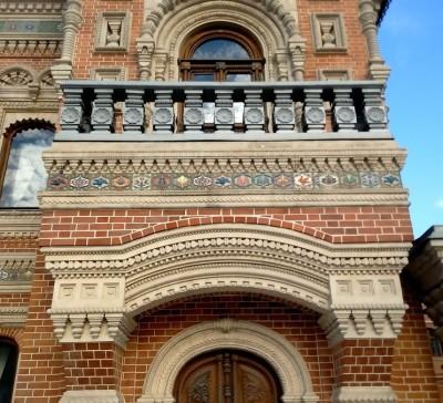 Дом Игумнова на Большой Якиманке в Москве, керамические изразцы