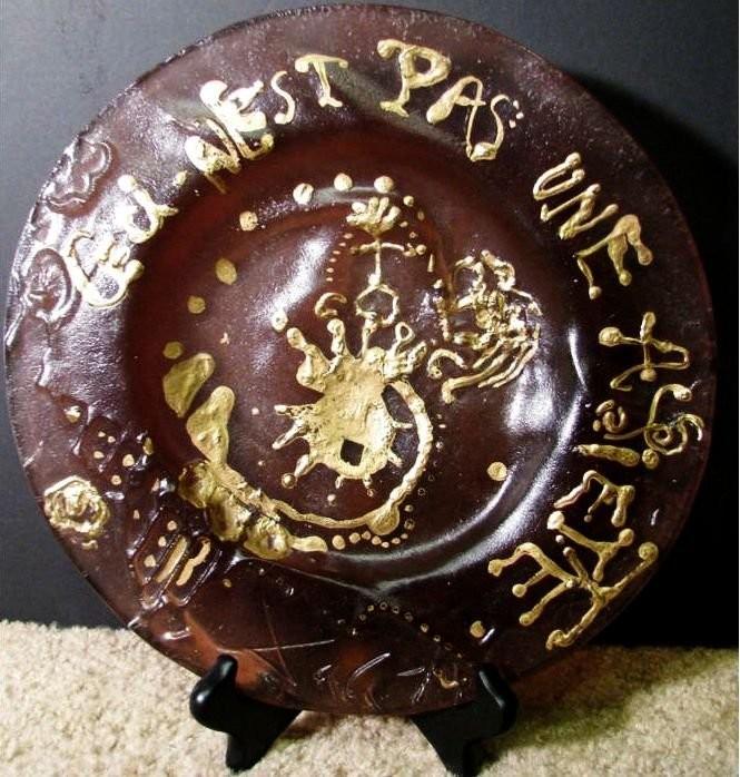 Керамическая тарелка Сальвадора Дали