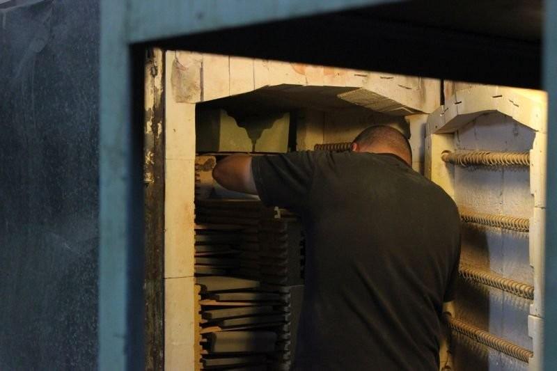 Процесс установки керамики в печь