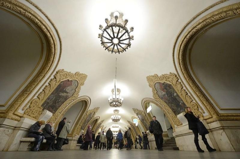 Керамический декор на станции метро Киевская в Москве