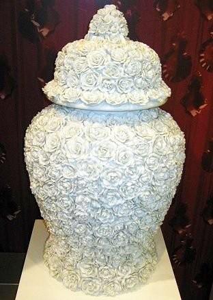 Фарфоровая ваза с резными розами, Хавиленд